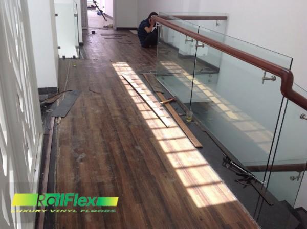 Thi công sàn nhựa hèm khóa RailFlex