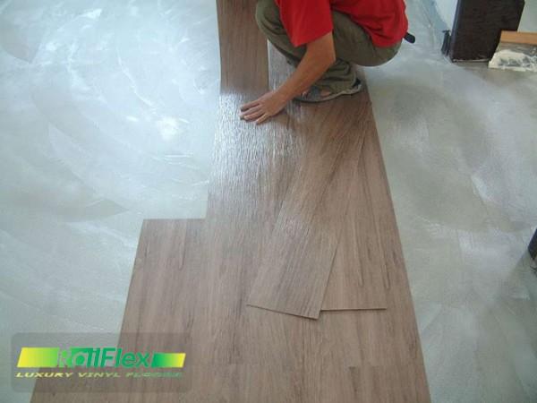 Thi công sàn nhựa vân gỗ