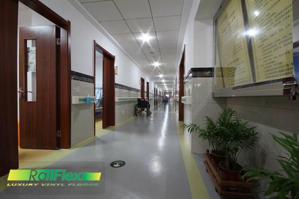 Sàn nhựa vinyl dùng trong hàng lang bệnh viện