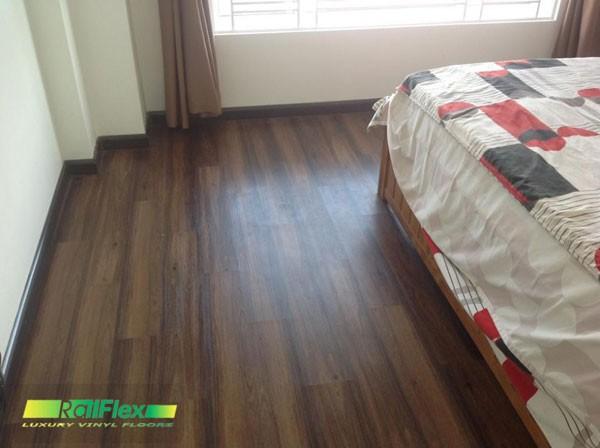 Sàn nhựa vân gỗ có hèm khóa cho phòng ngủ