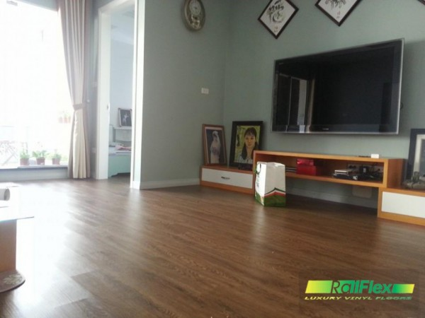 Ngôi nhà sử dụng sàn nhựa vân gỗ