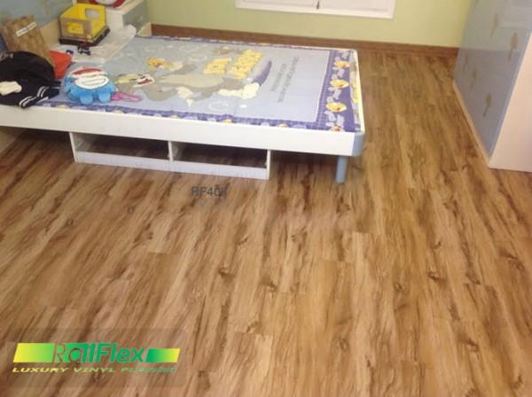 Thi công sàn nhựa vân gỗ mã RF421