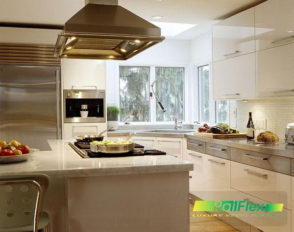 Bồn-rửa-góc-trong-nhà-bếp-với-một-cửa-sổ-trên